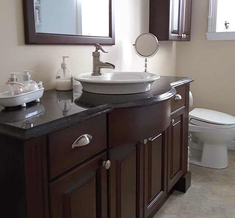 Salle de bain réalisée par Atelier Méla-Bois, ébénisterie à Shawinigan, en Mauricie